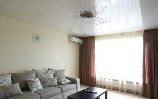 Глянцевый натяжной<br /> потолок в гостиную  S=17.5м2